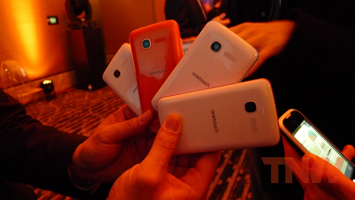 Alcatel3wtmk Hands on with Firefox OS: ZTE Open and Alcatel One Touch Fire
