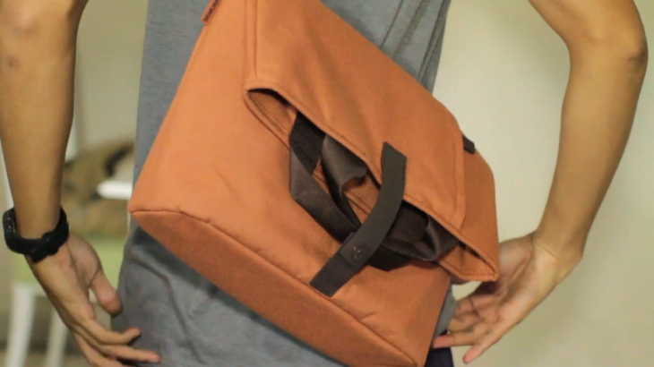 Bluelounge Postal Bag review — A convertible carrier for your quick trip or all-day journey
