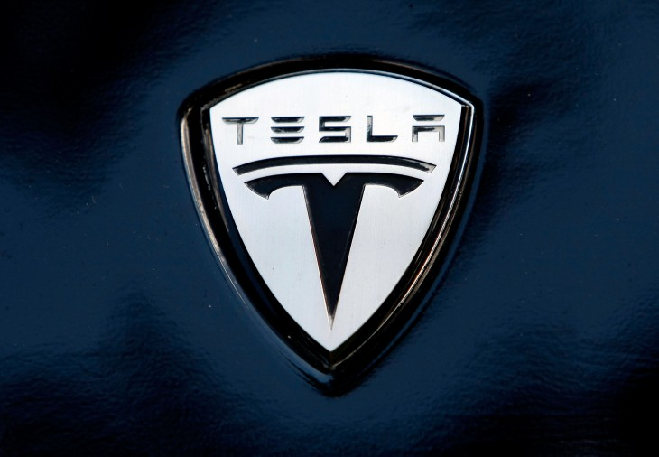 Tesla launches service program with 85 loaner cars, valet service, and unconditional battery warranty ...