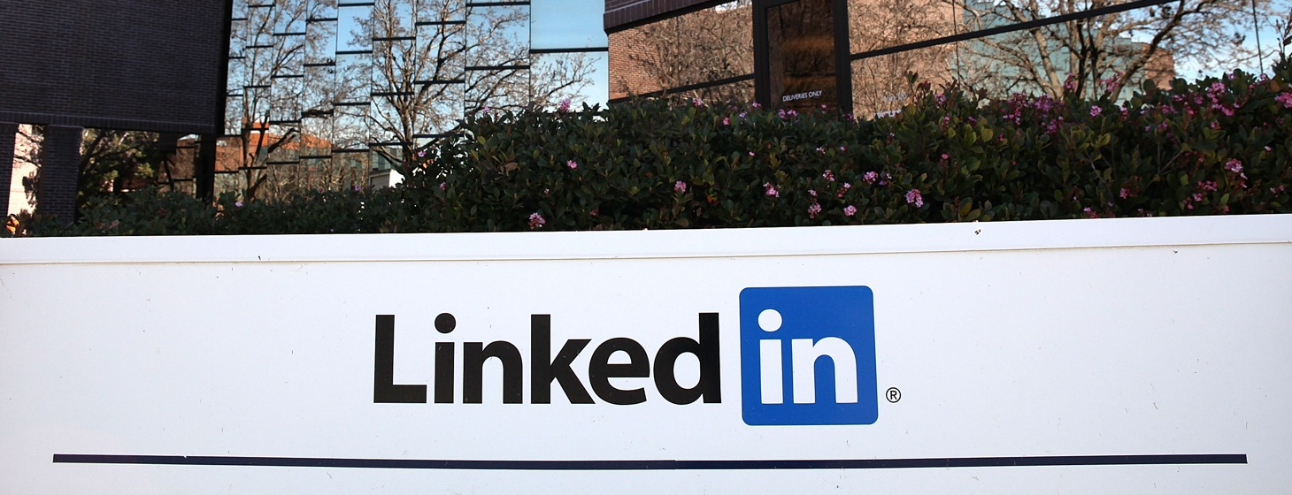 LinkedIn Tests Facebook-style Linked Mentions of People and Companies
