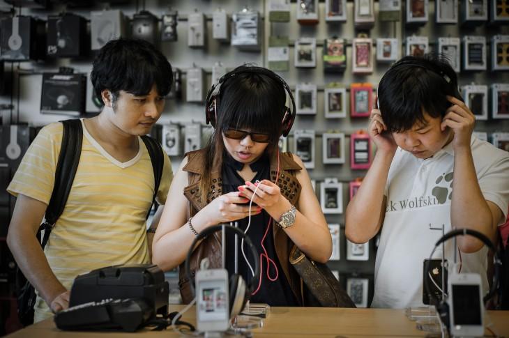 TO GO WITH Asia-music-HongKong-technolog