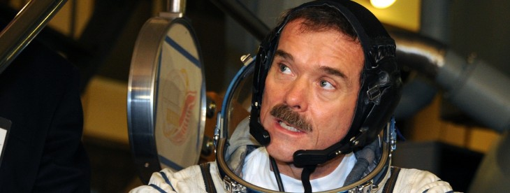 Commander Chris Hadfield signs off from space with epic cover of David Bowie's 'Space Oddity' ...