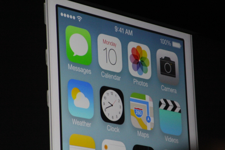 0126 Apple announces iOS 7: A major redesign, focused on simplicity with multitasking, Safari updates, more