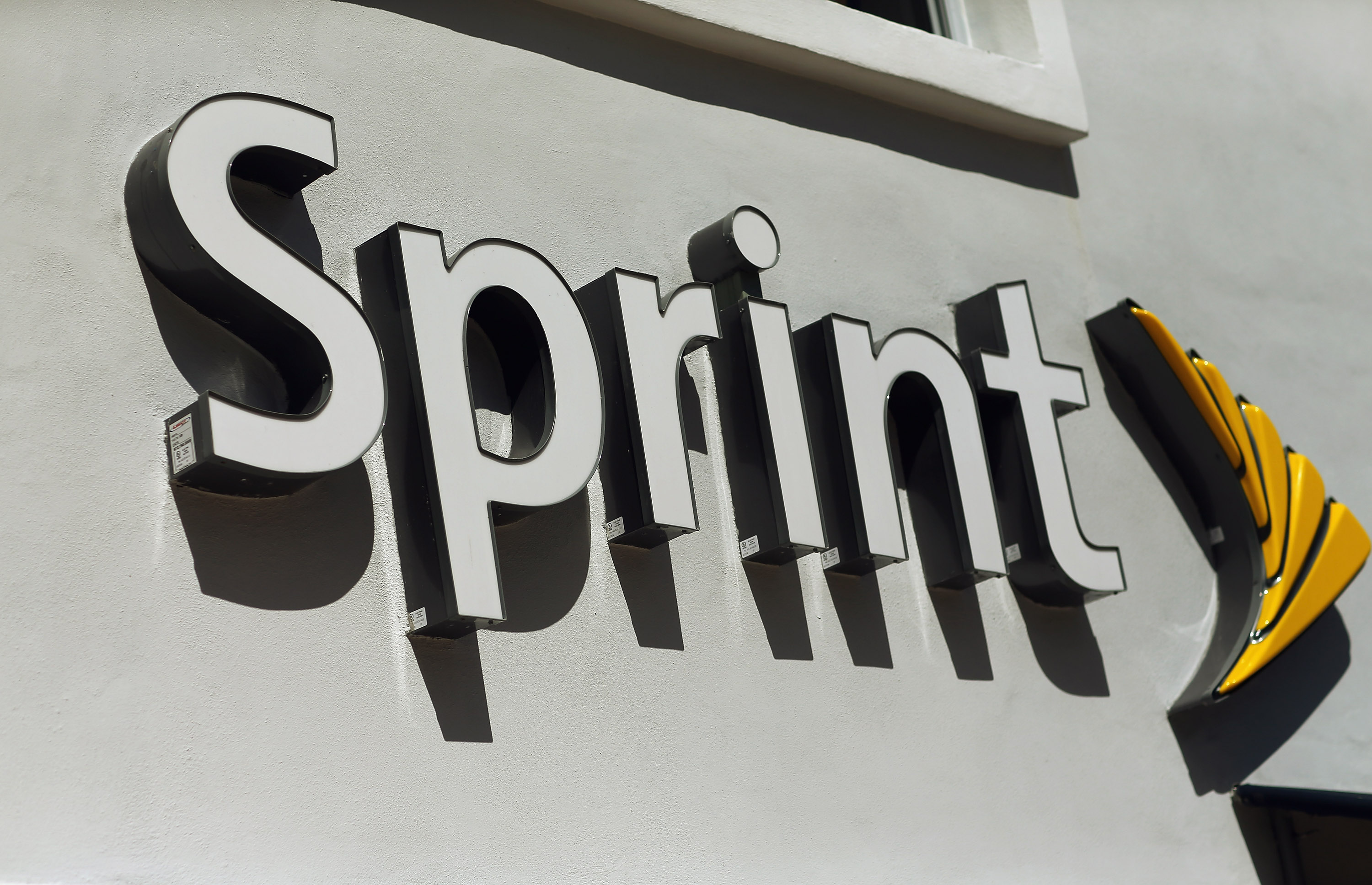 Sprint shareholders 'overwhelmingly approve' merger with SoftBank