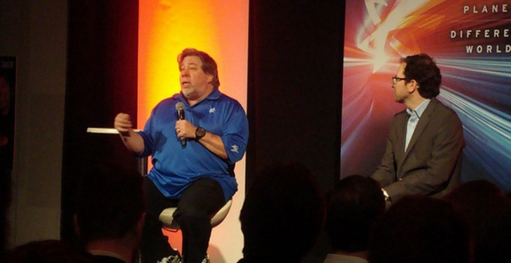 Woz talks iOS 7 and PRISM in an off the cuff airport interview