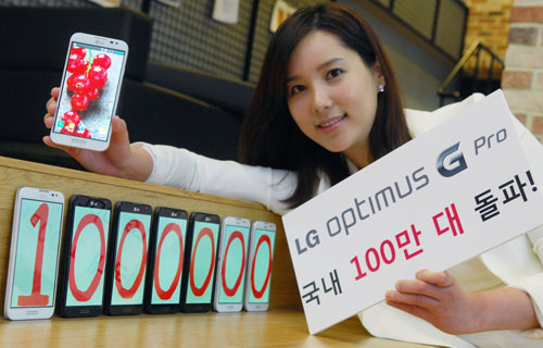 500 백만대 LG Optimus G Pro hits 1 million sales in South Korea, a month slower than the Samsung Galaxy Note II