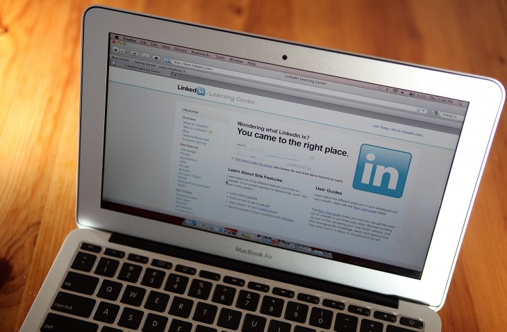 LinkedIn now lets users apply for jobs from its mobile apps