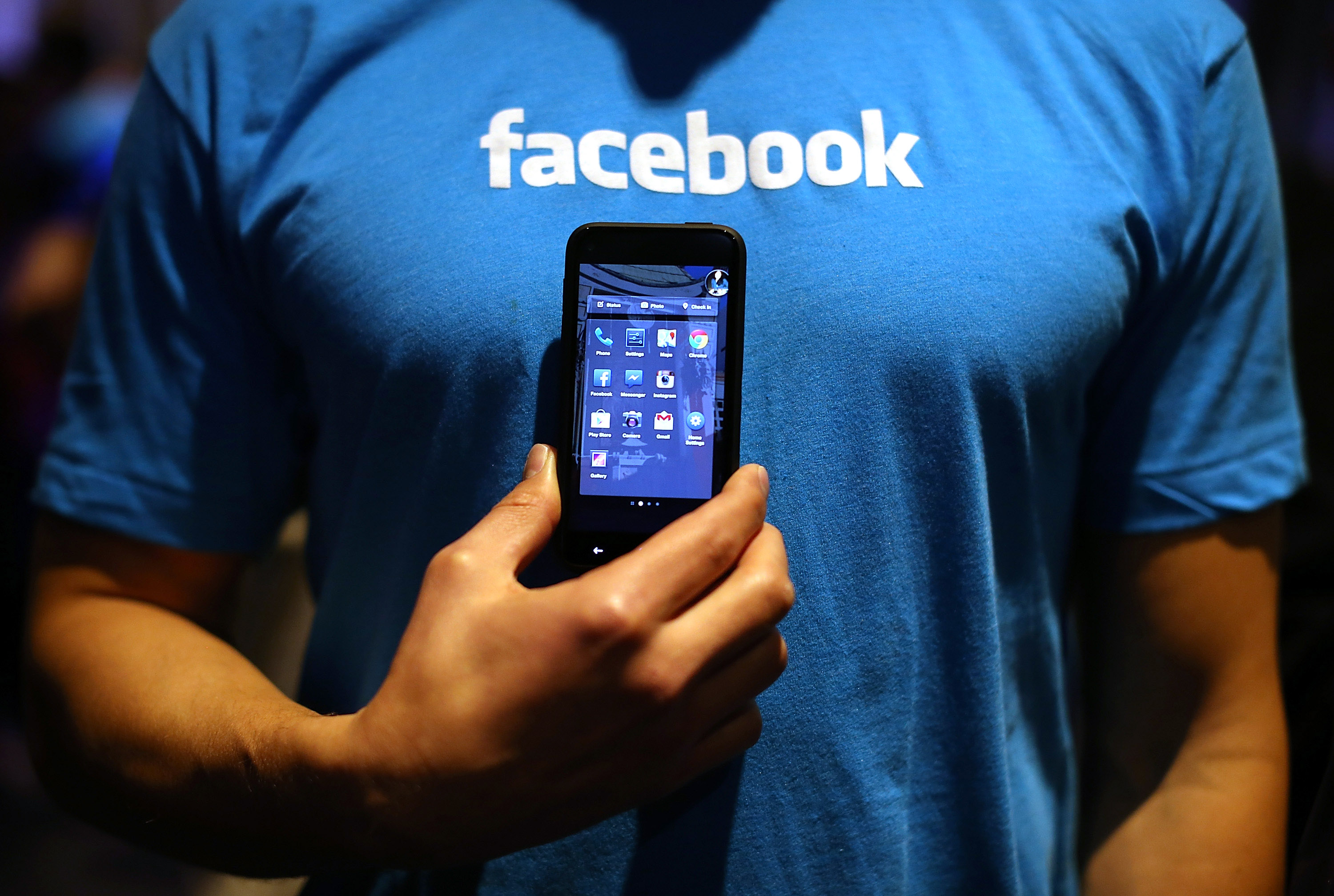 Facebook Home Updated with Lock Screen Notifications
