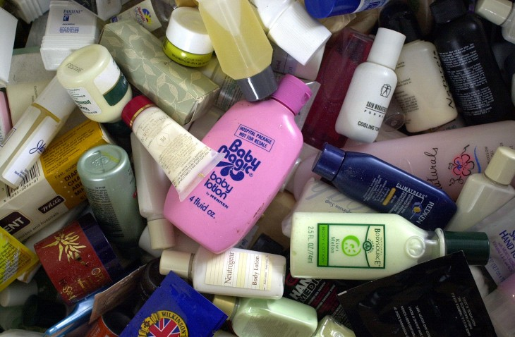 Remember reading shampoo bottles on the toilet? With Backlabel you can again! No shampoo required