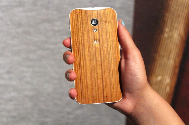 IMG 3114 730x486 Motorola teases beautiful oak and rosewood backed Moto X devices, shipping in Q4