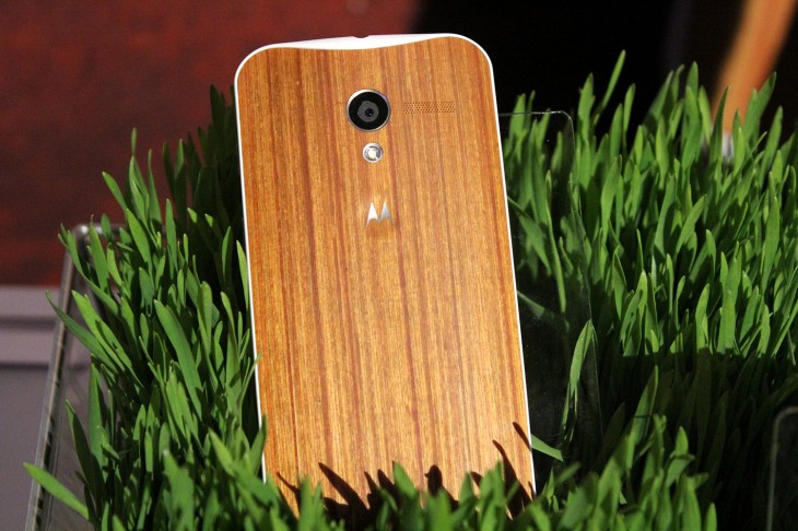 IMG 3121 730x486 Motorola teases beautiful oak and rosewood backed Moto X devices, shipping in Q4