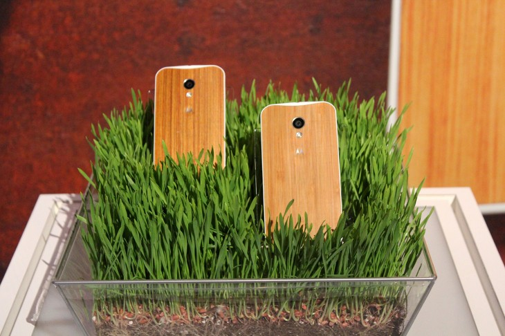 IMG 3125 730x486 Motorola teases beautiful oak and rosewood backed Moto X devices, shipping in Q4