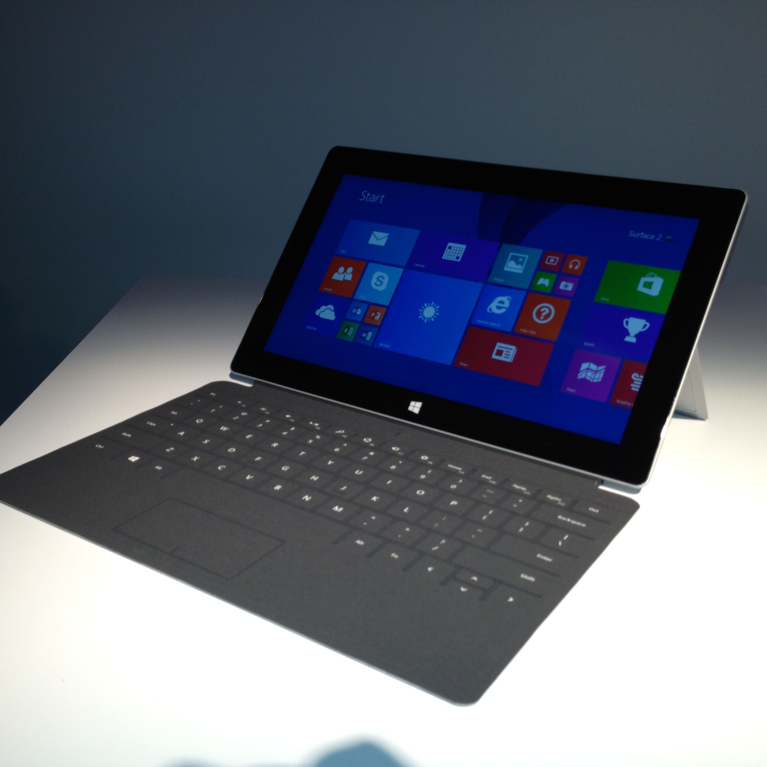 hands on with the microsoft surface 2 and surface pro 2. Black Bedroom Furniture Sets. Home Design Ideas