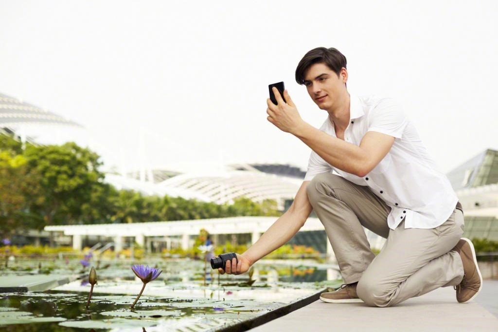 Sony QX10 and QX100 Lens Cameras Beef Up Your iOS or Android Device