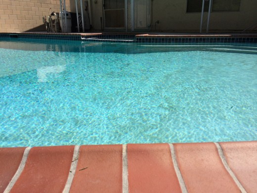 pool iphone5s 520x390 Smartphone camera shootout: Lumia 1020, iPhone 5s, G2 and Moto X