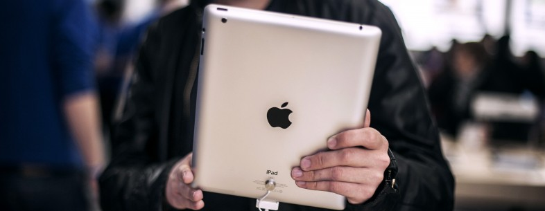 Customers test new IPad, on April 4, 201