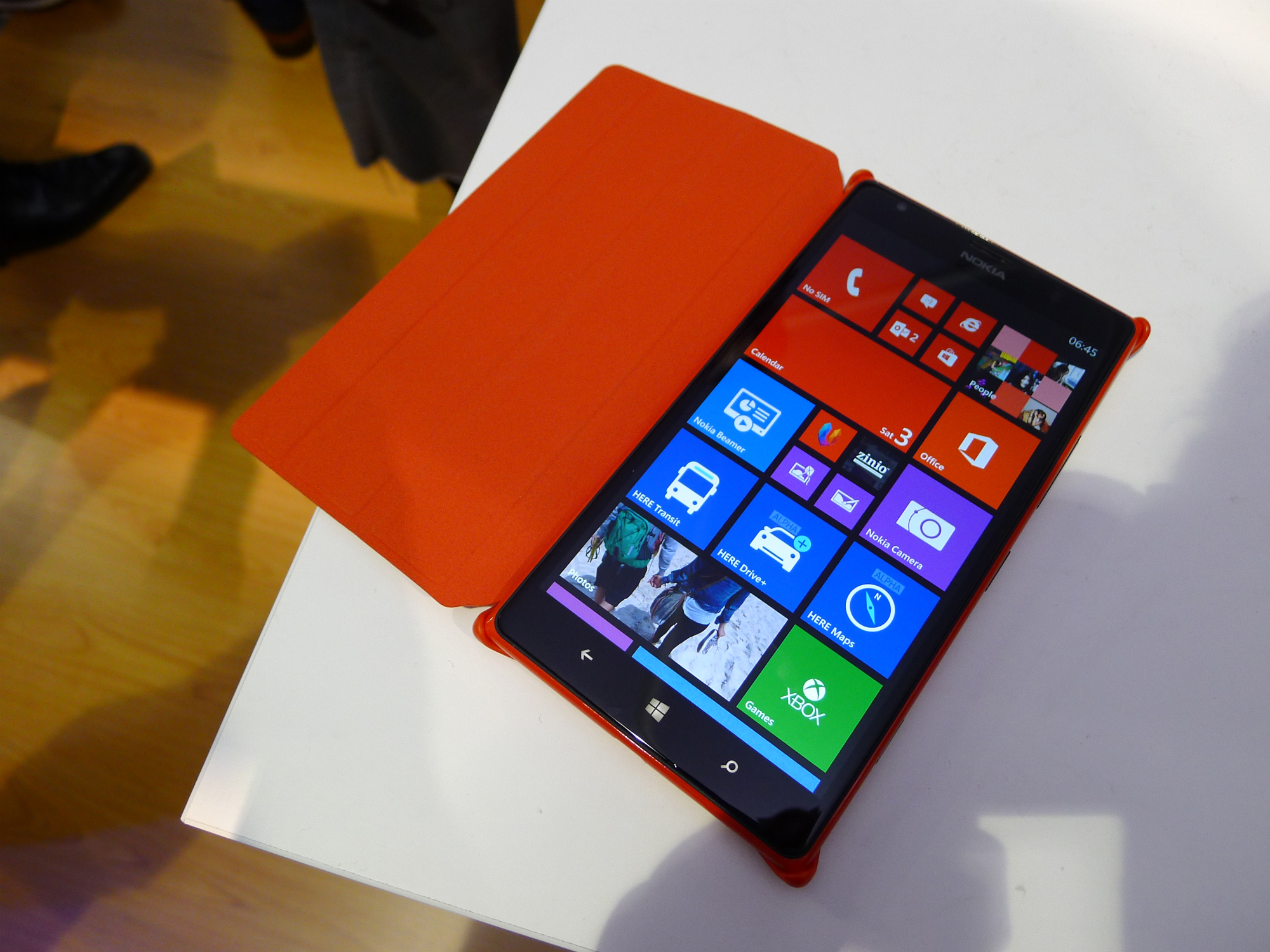 Nokia Lumia 1520 hands-on: This colossal 6″, 1080p quad-core smartphone is  sizing up the Galaxy Note 3