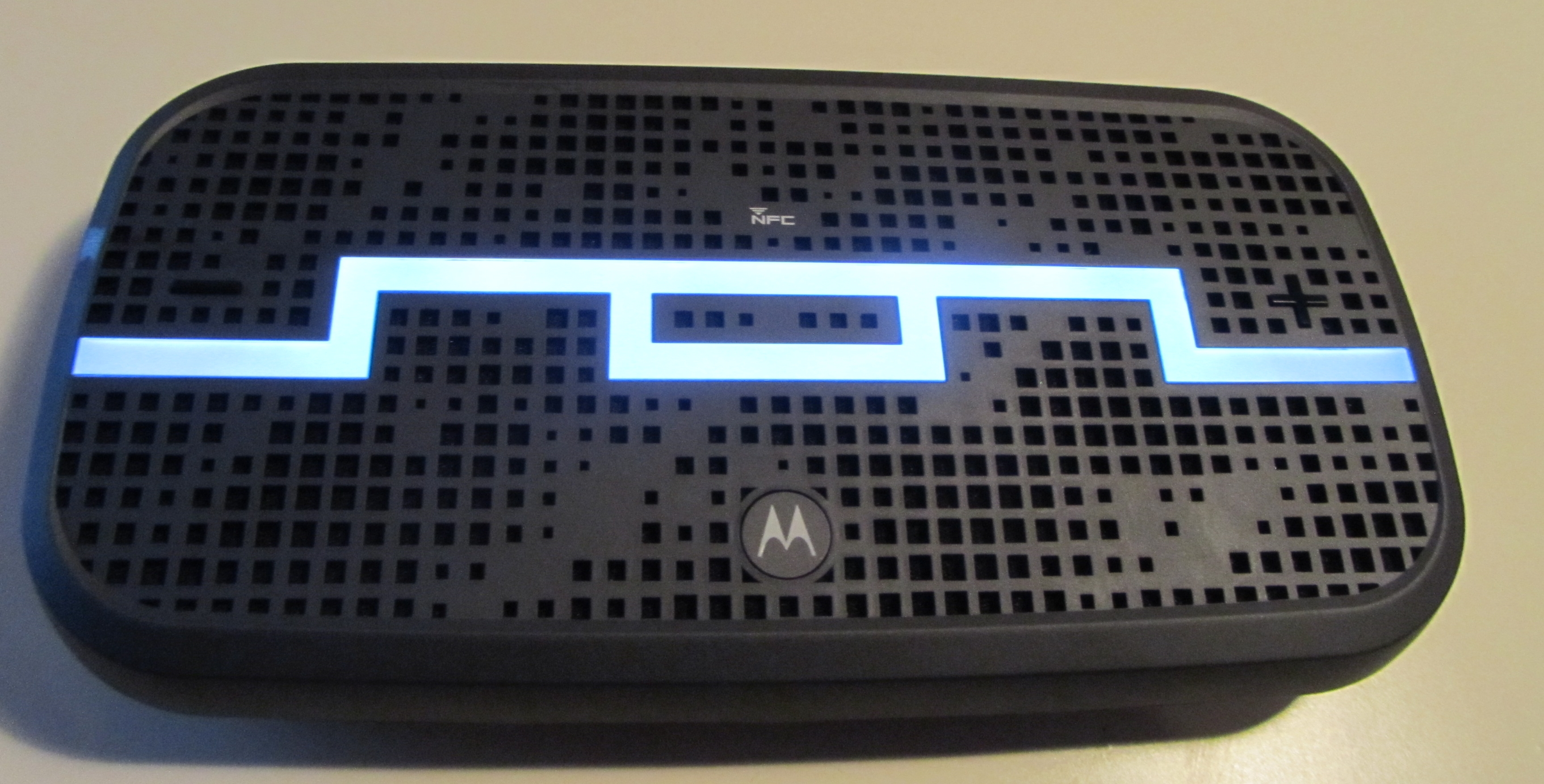 DECK 2 SOL Republic & Motorola DECK review: An NFC enabled Bluetooth stereo speaker with a punchy mid range