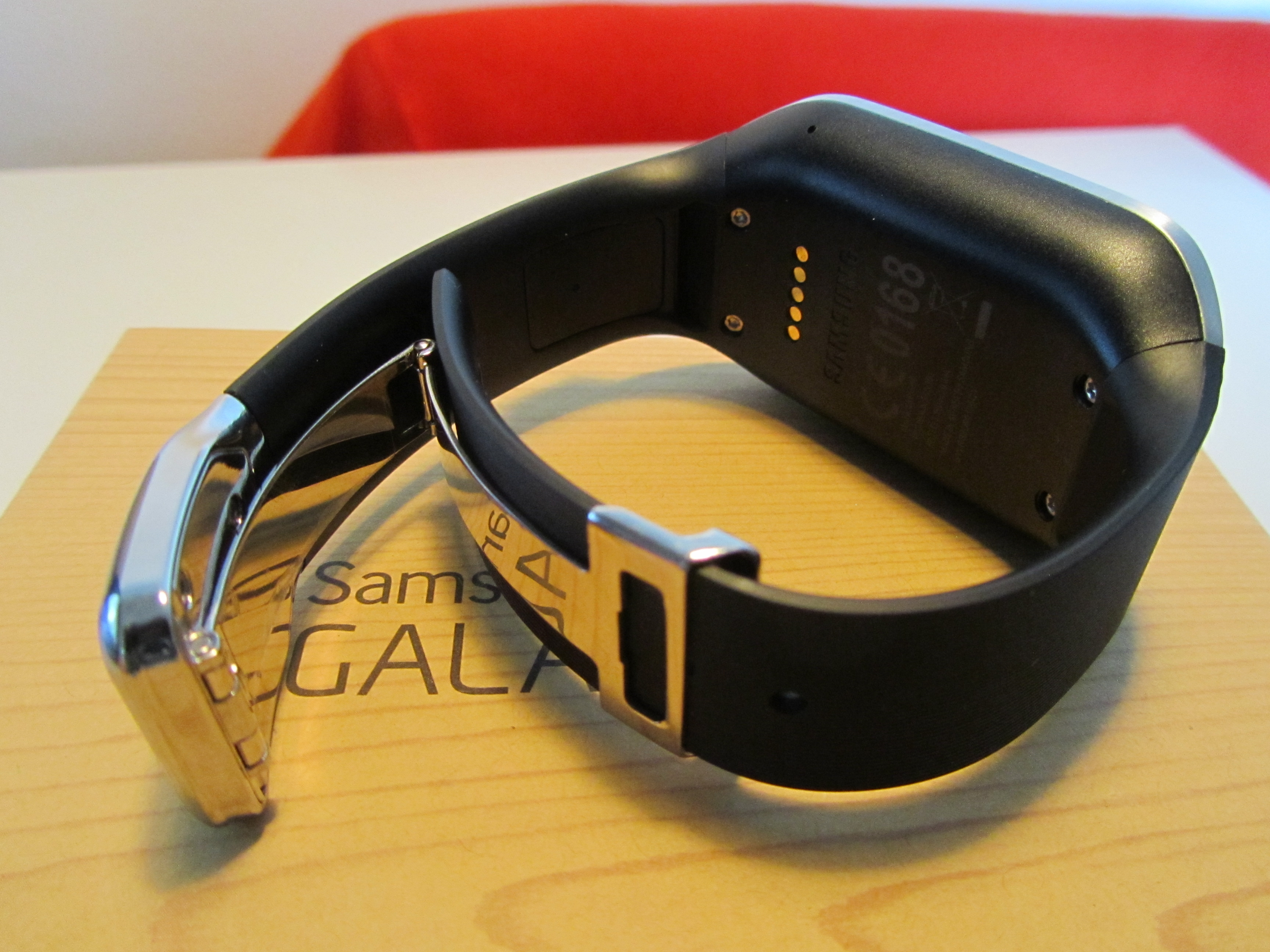 Gear clasp Samsung Galaxy Gear review: A $299 smartwatch that can't send an email…but I hated taking it off