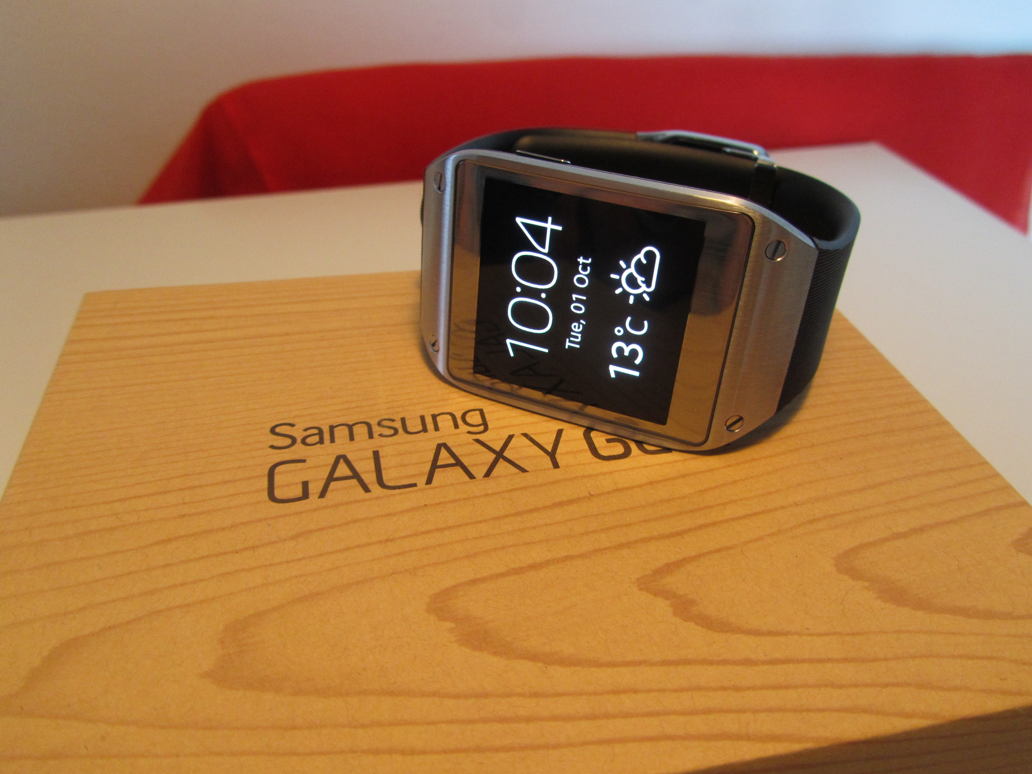 Gear display Samsung Galaxy Gear review: A $299 smartwatch that can't send an email…but I hated taking it off