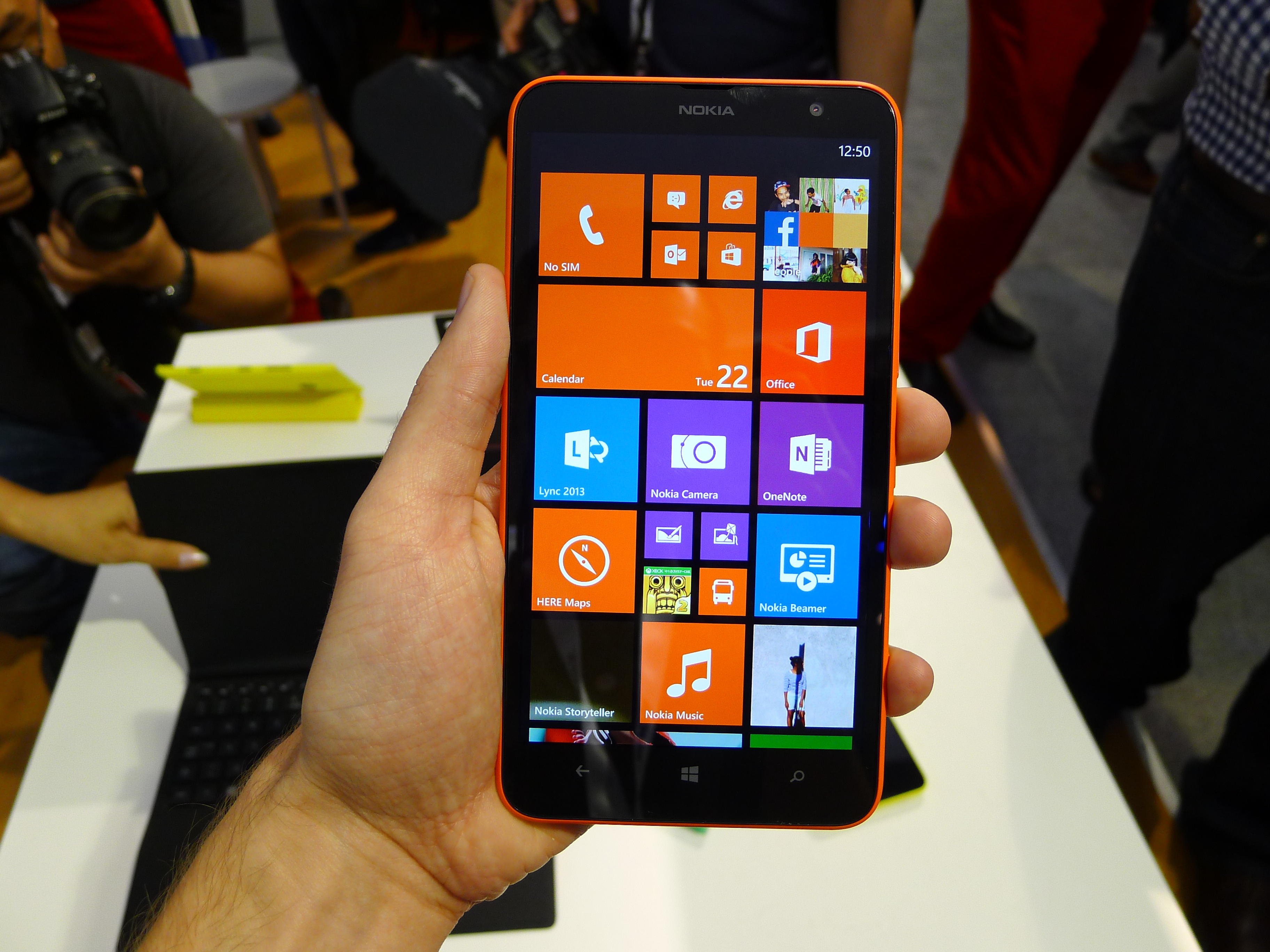 Nokia Lumia 1320 hands-on: How does this 6″, 720p smartphone stack up  against the Lumia 1520?