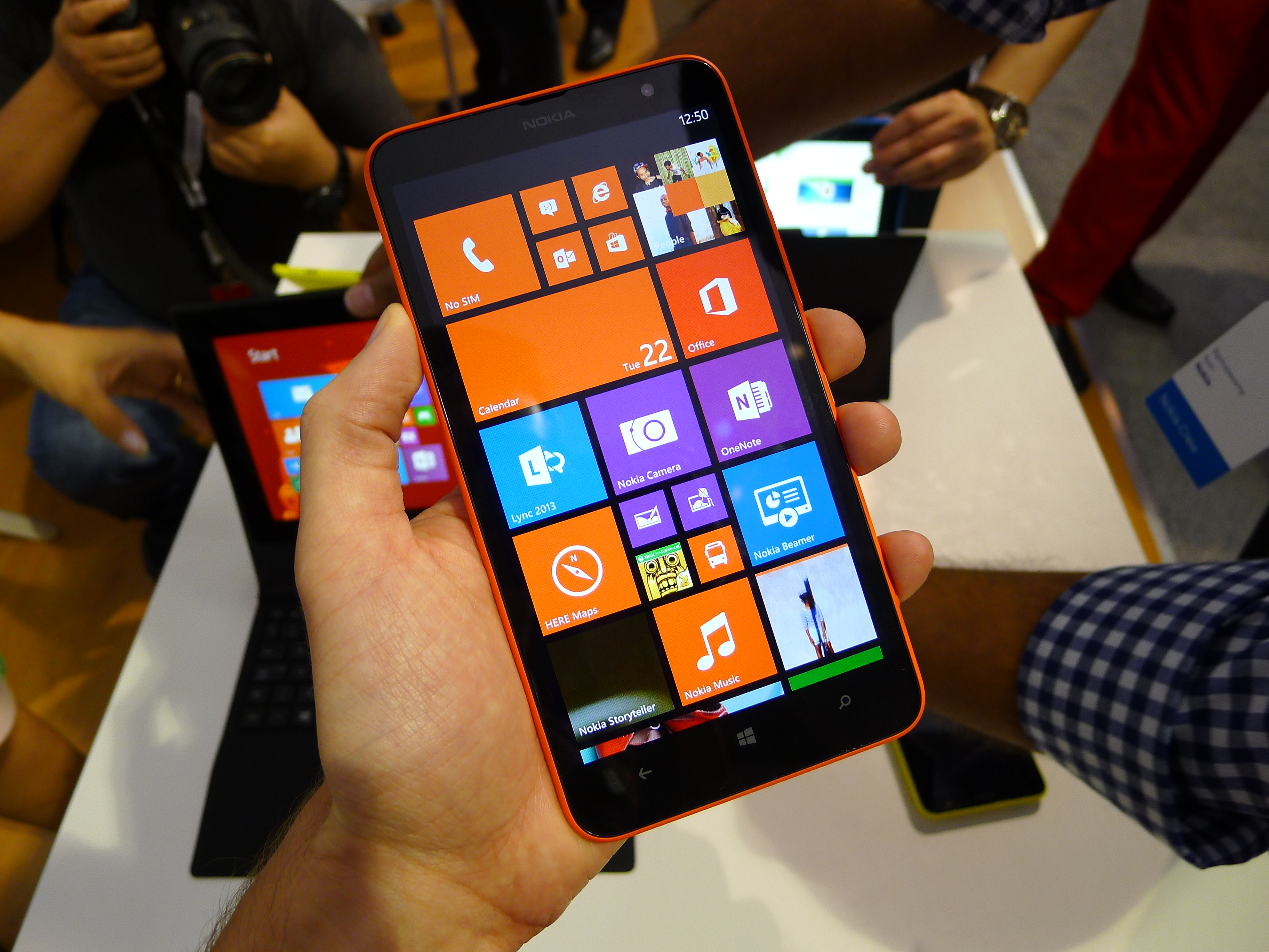 P1040500 Nokia Lumia 1320 hands on: How does this 6, 720p smartphone stack up against the Lumia 1520?