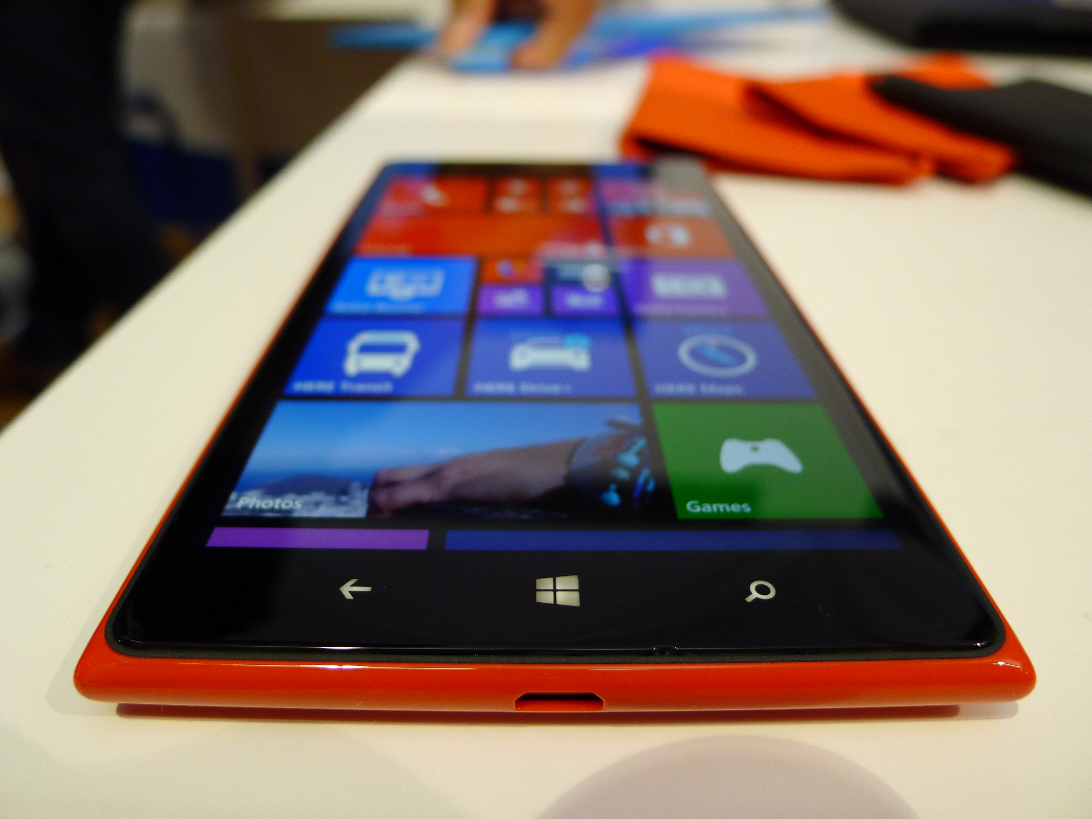 P1040514 Nokia Lumia 1520 hands on: This colossal 6, 1080p quad core smartphone is sizing up the Galaxy Note 3