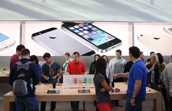 Apple will hold a Black Friday event on November 29, free shipping online and deals in-store