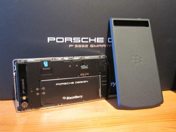 BlackBerry_P9982_SIM_slot