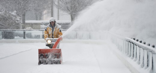 Late Season Midwest Winter Storm Brings Snow To Chicago