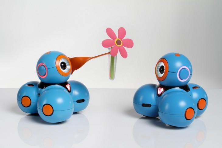 Bo-gives-a-friend-a-flower-730x486