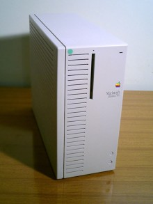 8-Macintosh_Quadra_700