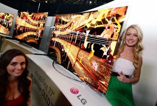 LG FLEXIBLE OLED 2 520x352 Samsung unveils a curved ultra high definition TV, while LG announces a flexible curved TV