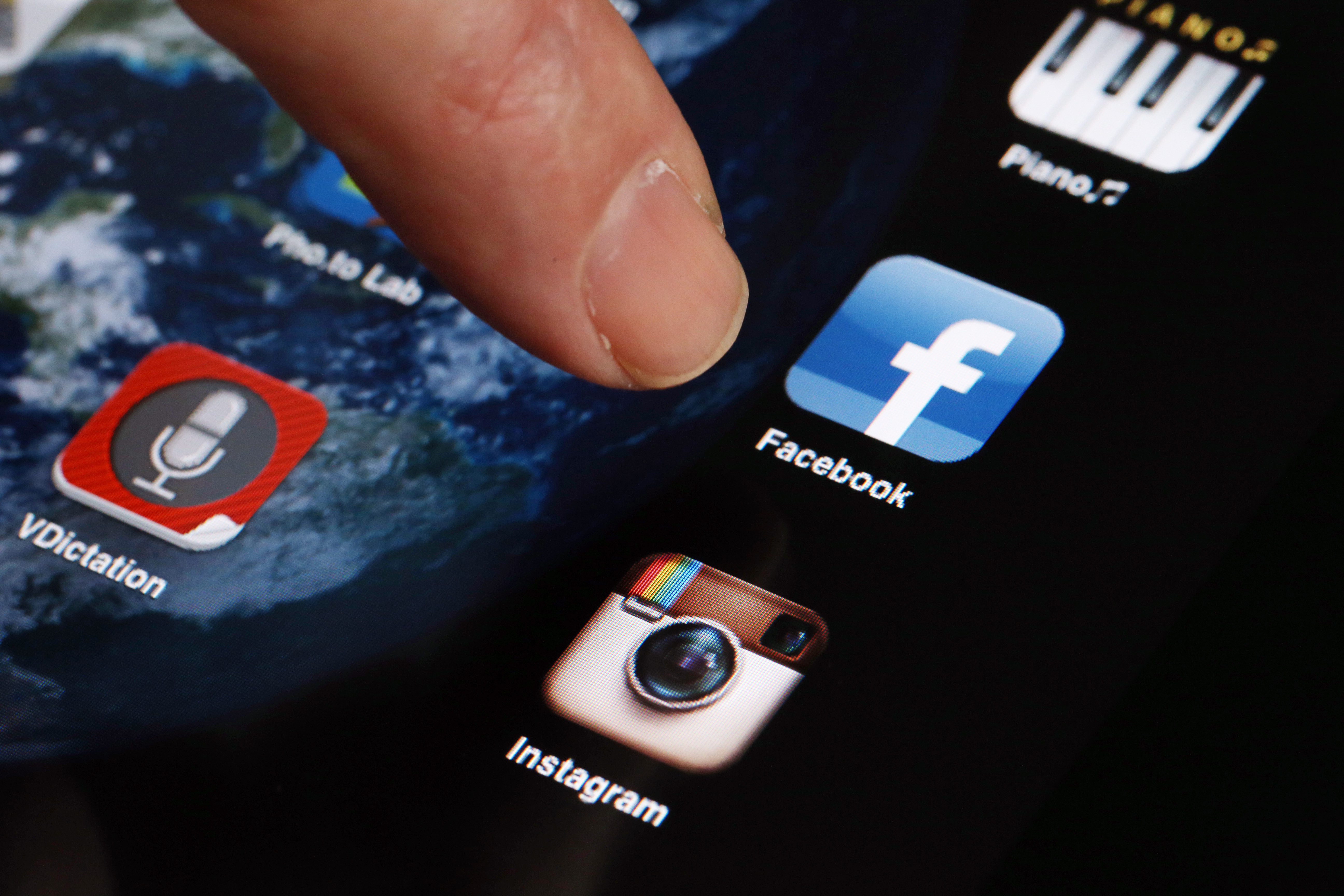 Facebook Testing New Highlights Feature On Its iOS App