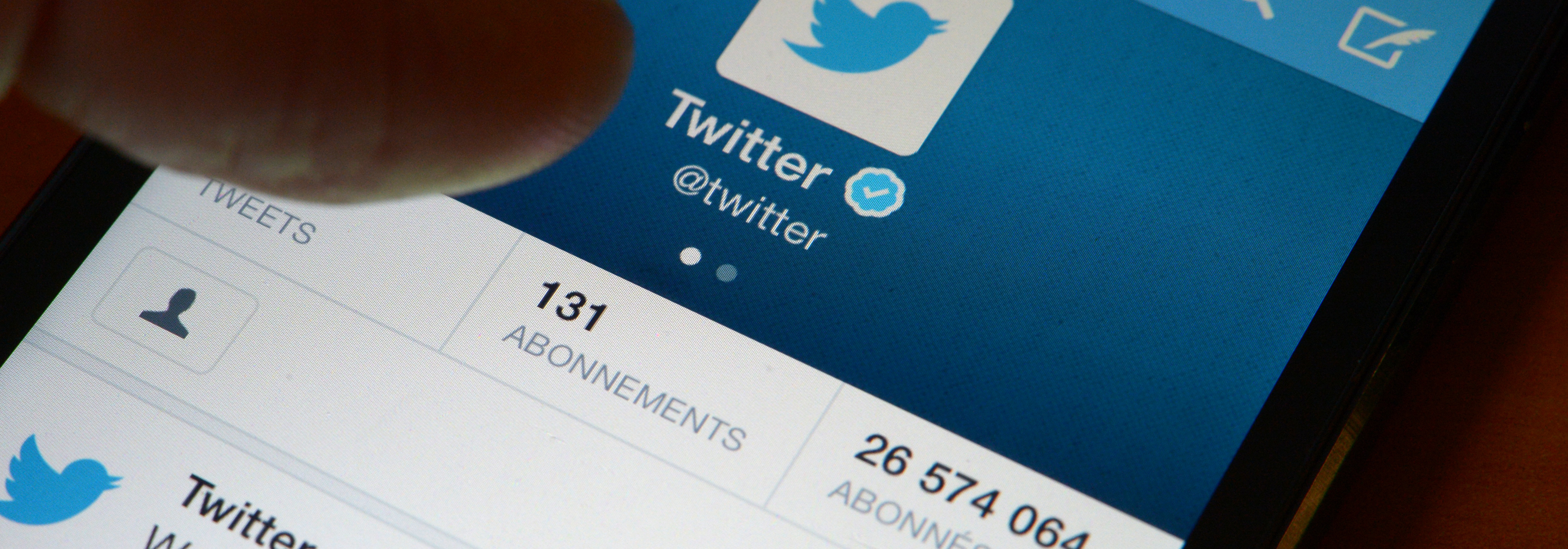 Twitter's Mobile Apps Now Let You Embed Tweets in Tweets