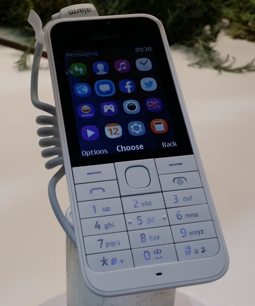 asha220 2 520x622 Nokia launches Asha 220 ultra affordable and Asha 230 feature phones, priced from €29