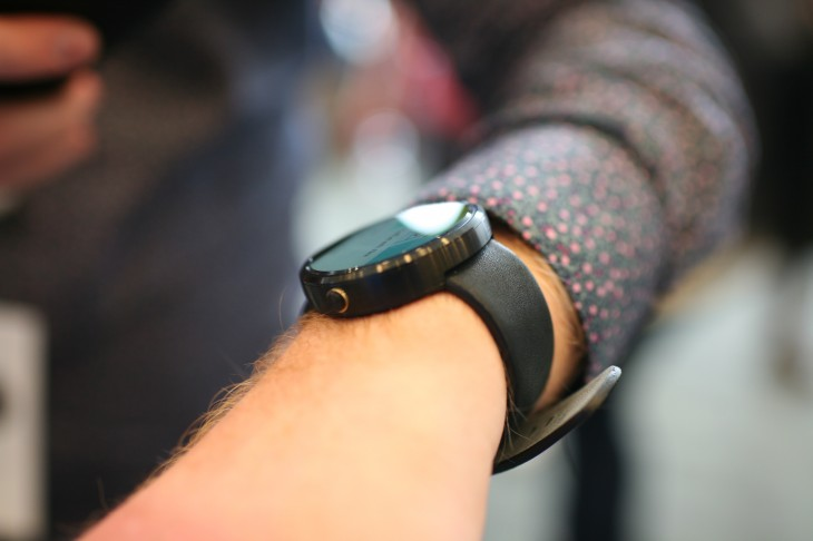 Hands-on with the Moto 360: It's as beautiful as promised