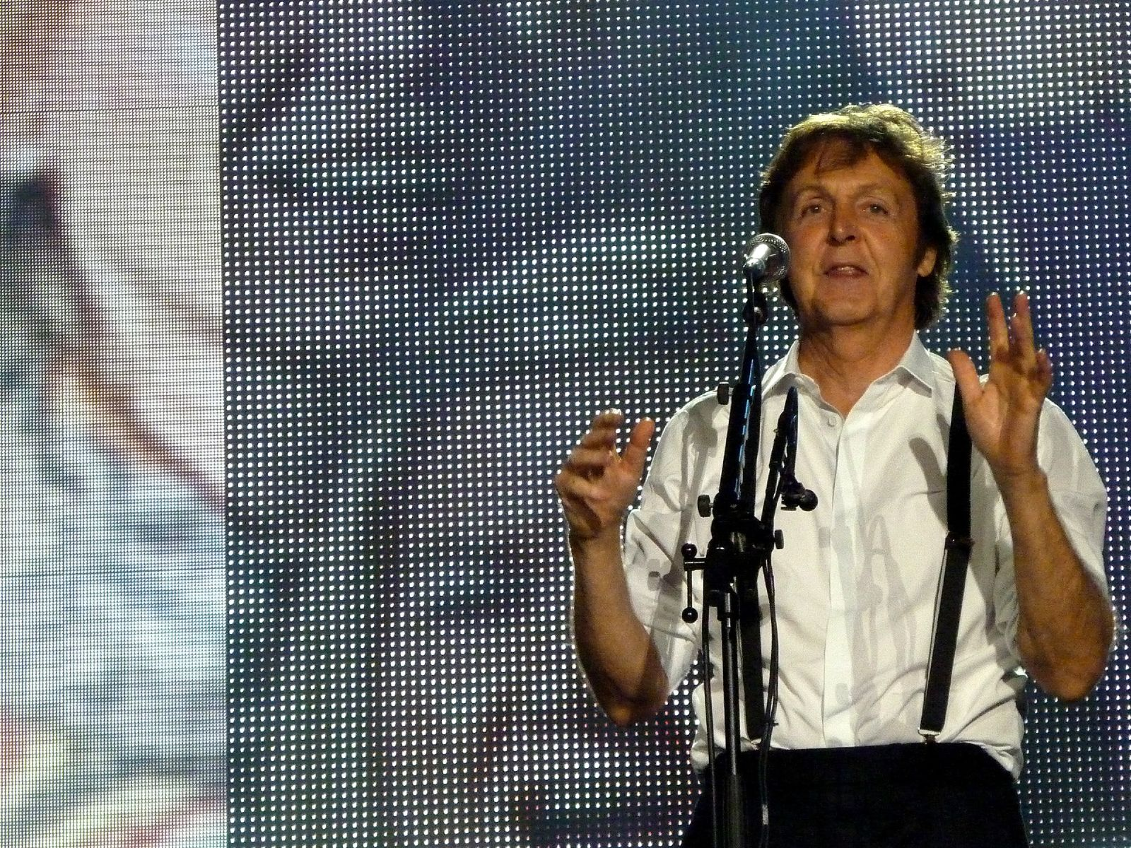 Paul McCartney Relaunches Five Albums As IPad Apps