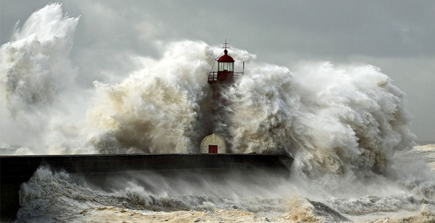 Wild waves: 14 photos of the ocean overtaking the Earth