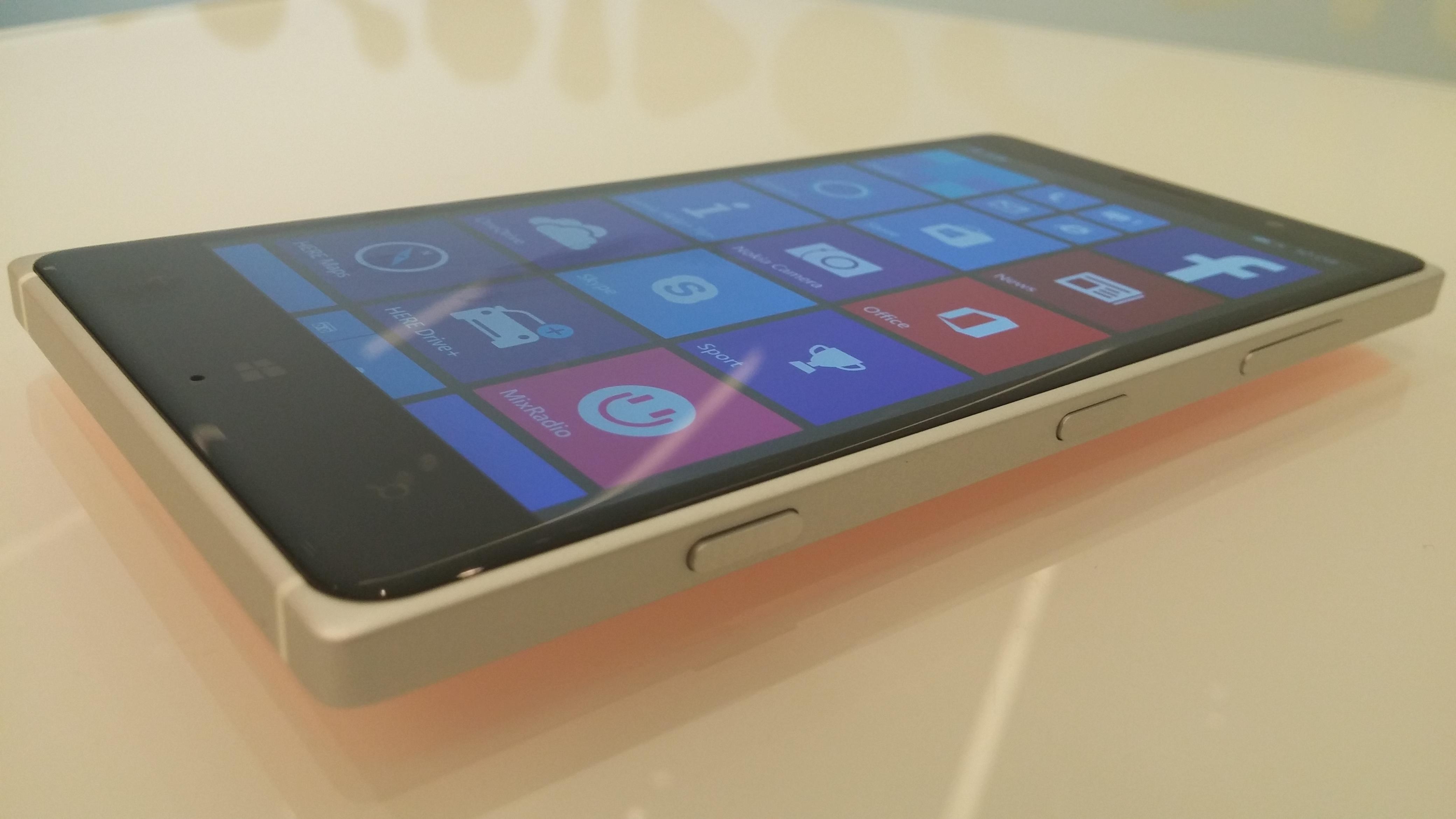 Microsoft Lumia 830 Hands-On
