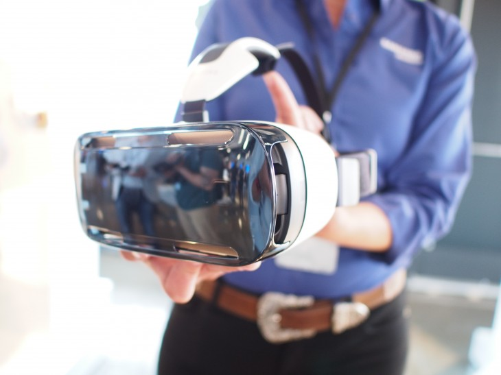 Samsung Gear VR hands-on: The secret lies in a really big smartphone