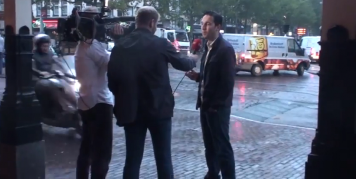 Guy on a scooter steals an ′iPhone 6′ during TV interview outside an Amsterdam Apple Store