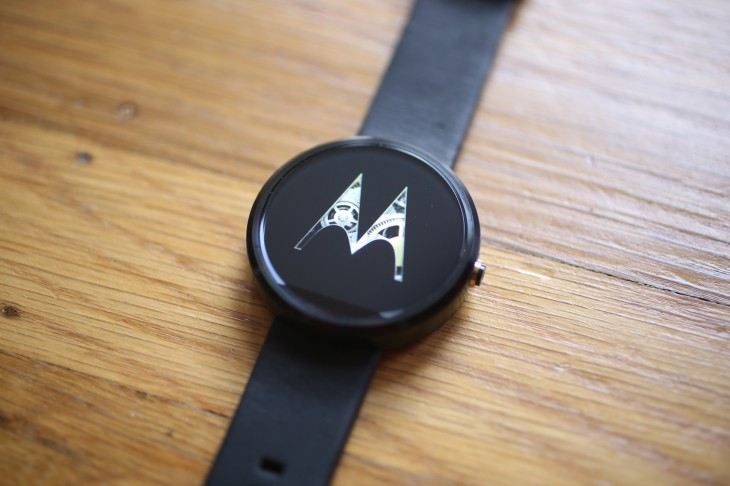 The Moto 360 is getting new straps, a watchface designer and a calorie counting fitness hub