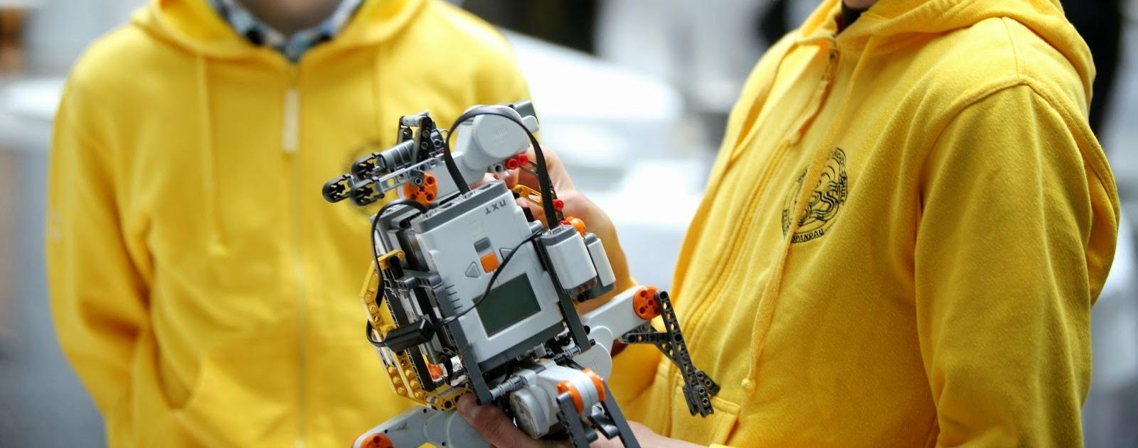 Open Roberta: Google Helps School Kids Program With Robots