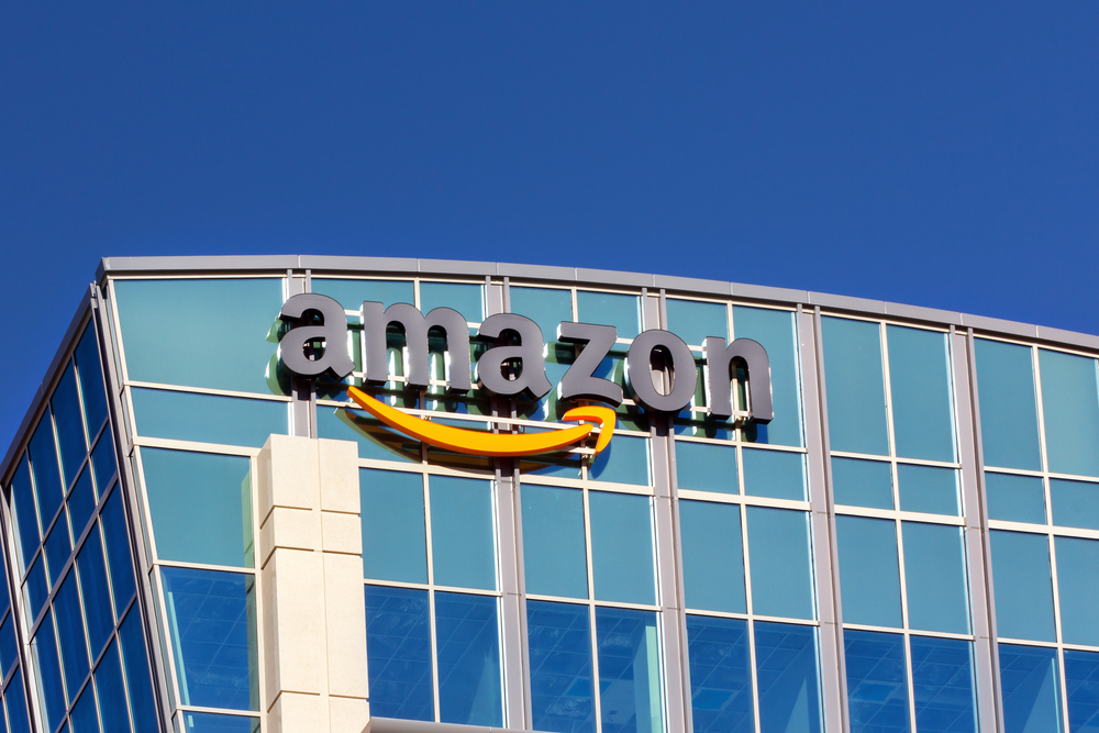 Amazon takes 1,114 fake reviewers to court