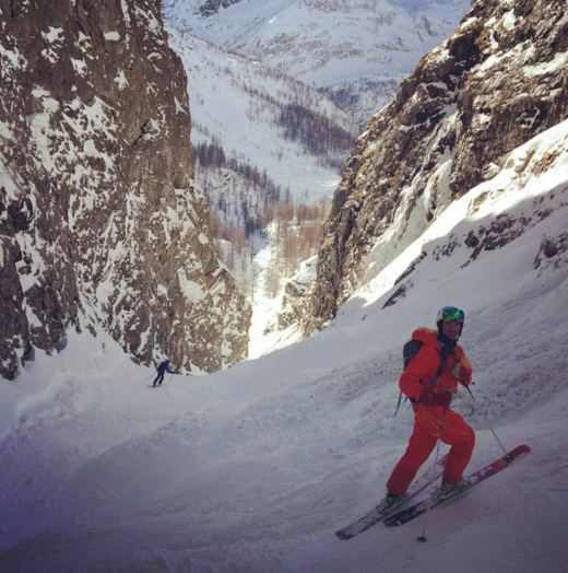 On our way down in a nice little couloir - Photo by Mathys van Abbe