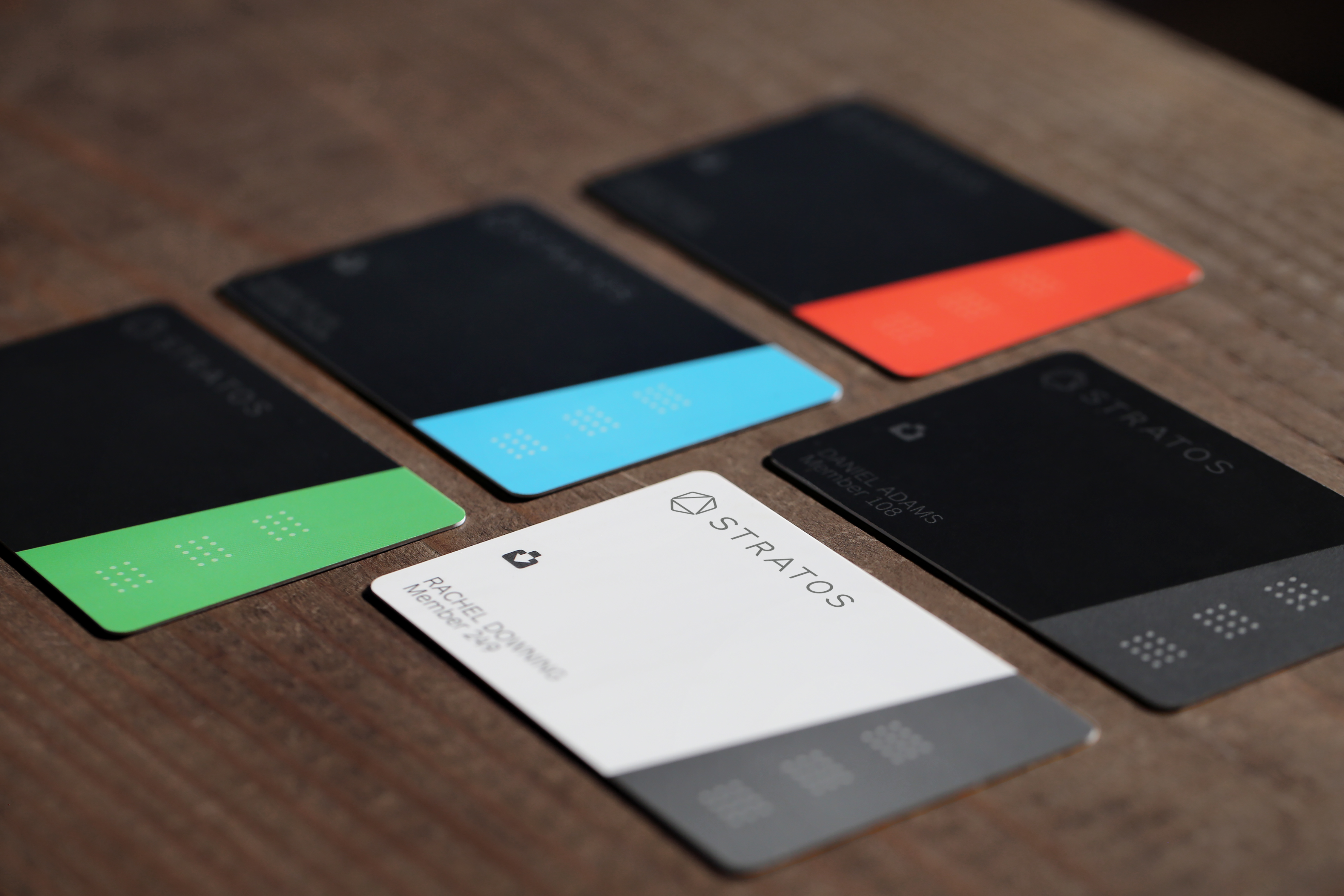 stratos 39 bluetooth connected payment card works everywhere available this april. Black Bedroom Furniture Sets. Home Design Ideas