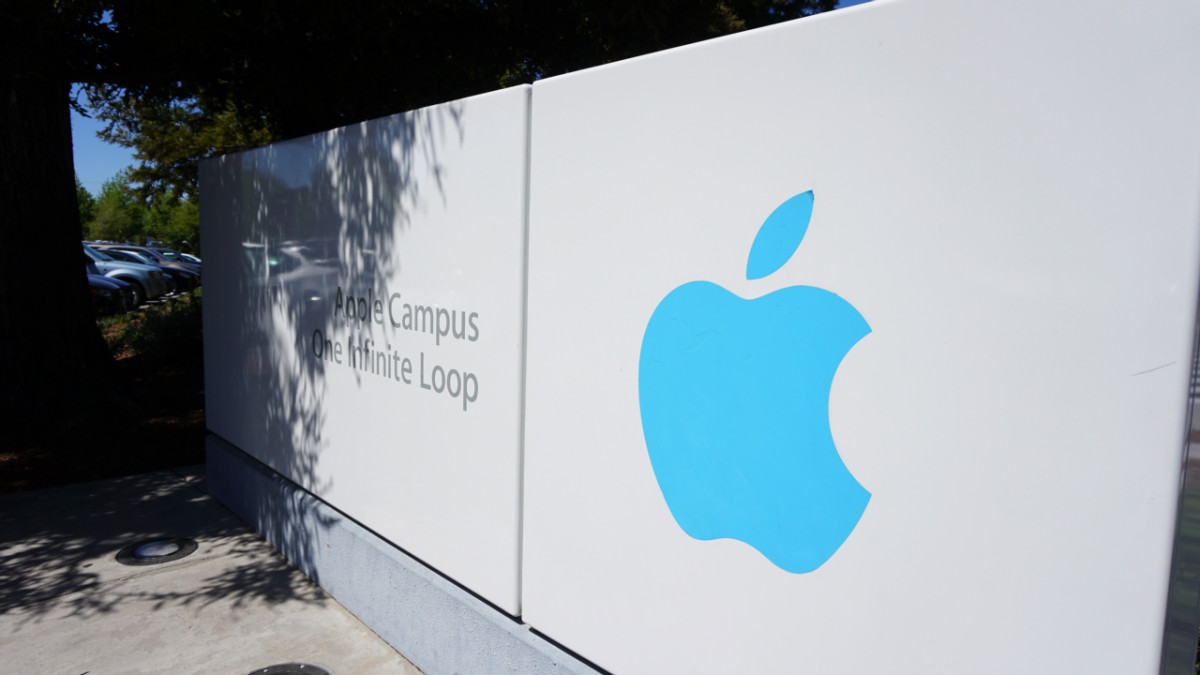 Apple reportedly has a 'secret' team with hundreds of employees working on VR