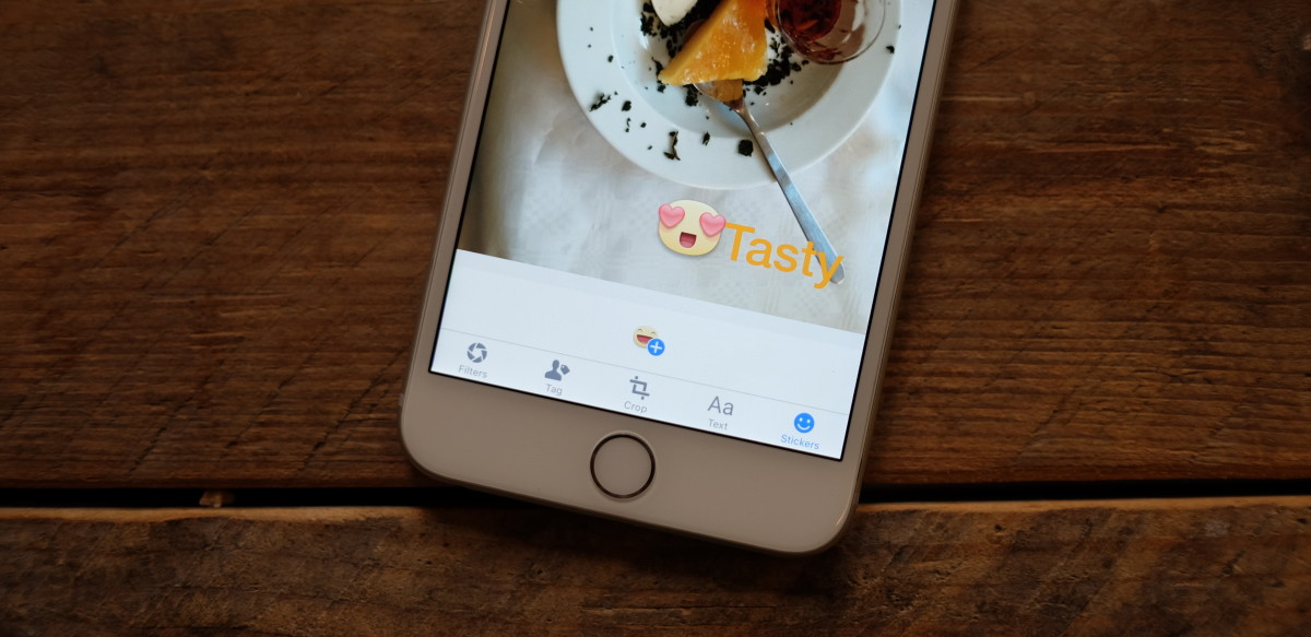 Facebook's new iOS photo uploader looks a lot like Snapchat