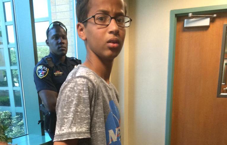 Thousands show support for young scientist in #IStandWithAhmed